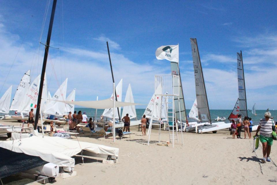 barche-spiaggia-regata